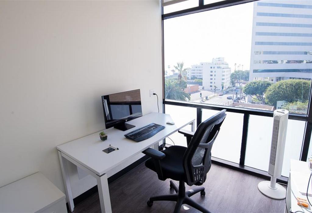 225 Arizona Ave, Suite 400 Santa Monica, CA 90401