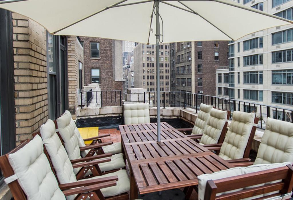 325 w 38 st, 11 Floor New York City, NY 10018