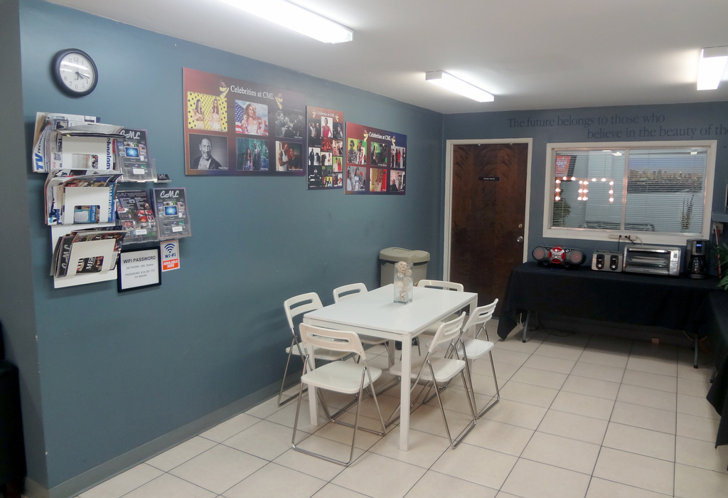 326 Mira Loma Avenue, L Glendale, CA 91204