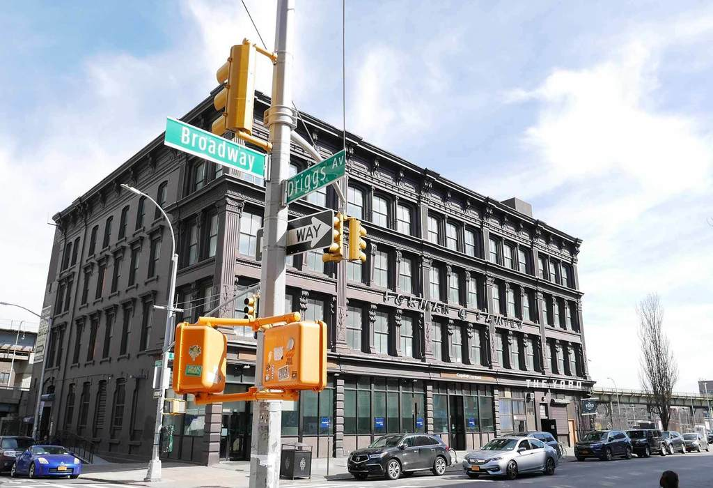 195 Broadway Brooklyn, NY 11211