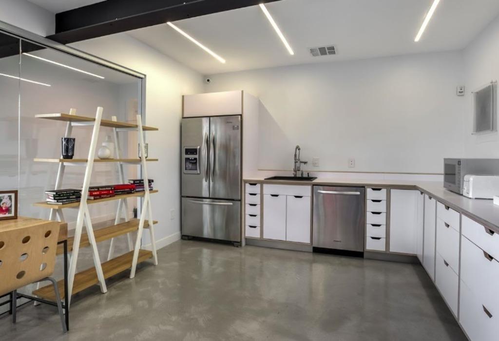 113 N San Vicente Blvd Beverly Hills, CA 90211