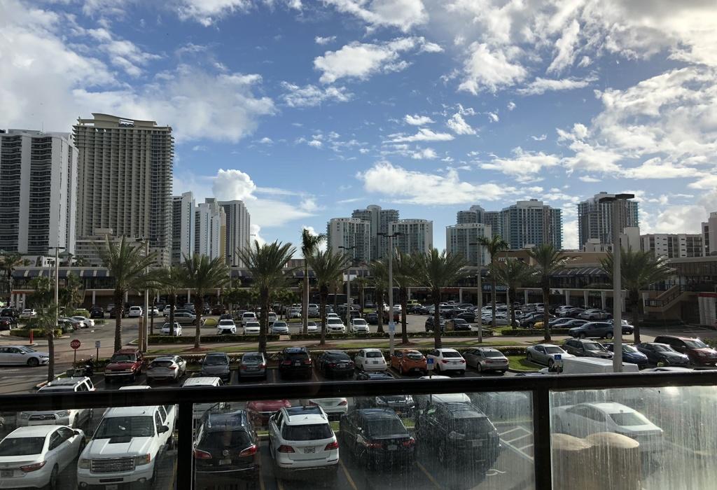 17100 collins avenue, 209 North Miami Beach, FL 33160